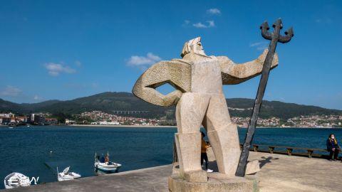Paseo en Barco por las Bateas de Mejillones en la Ria de Vigo y O Fisgon-Neptuno de Moaña